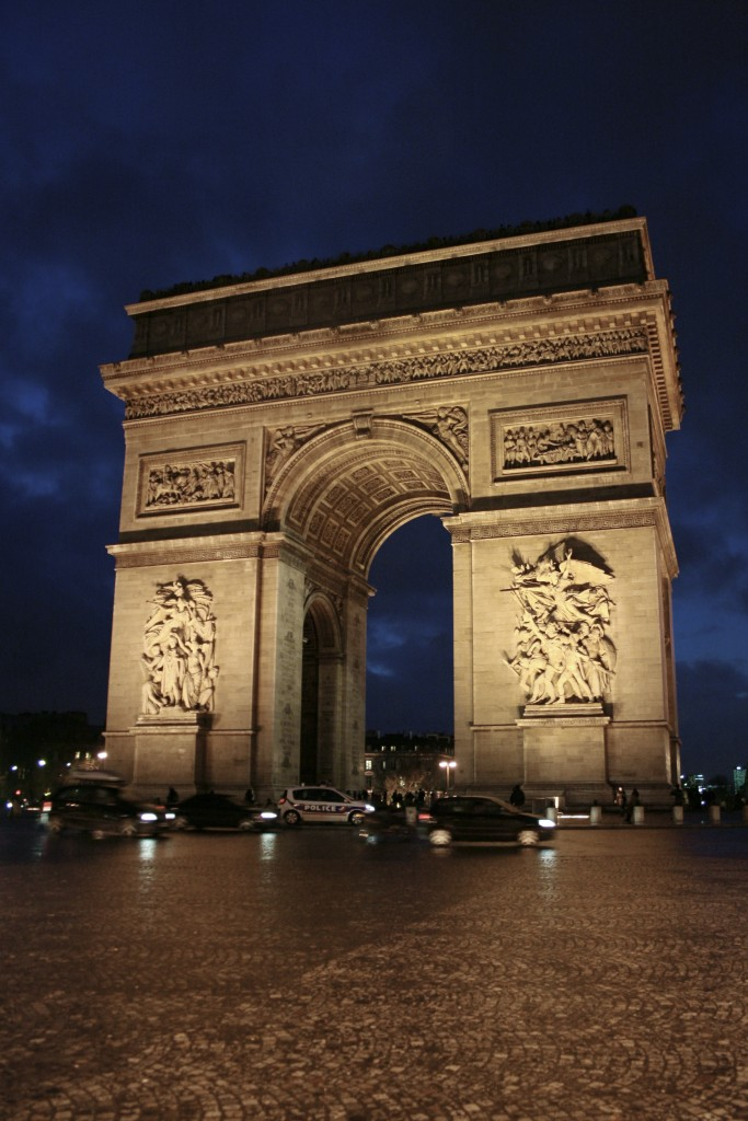the arc de triomphe at night in paris france